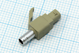 製品:光コネクター(インサート金型/成形) 素材:PBT